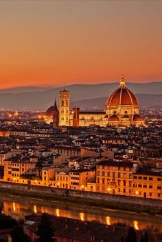 Duomo in Florence Italy  http://suitcasesandsunsets.com/florence-italy.html