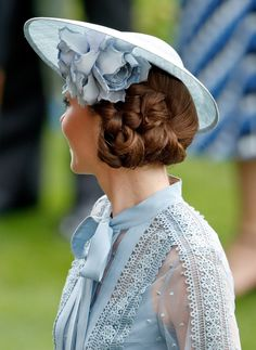 June 2019 ~ Catherine, Duchess of Cambridge attends day one of Royal Ascot at Ascot Racecourse in Ascot, England. (Photo by Max Mumby/Indigo/Getty Images) Cabelo Kate Middleton, Moda Kate Middleton, Estilo Kate Middleton, Kate Middleton Style, The Duchess, Duchess Of Cambridge, Royal Ascot, Princess Kate, Elie Saab