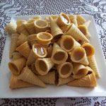 Cornets sucrés (au micro-ondes) Yummy Treats, Sweet Treats, Yummy Food, Kinds Of Desserts, Canadian Food, Micro Onde, Homemade Candies, Freezer Cooking, Pie Dessert