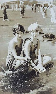 Moga at the beach, 1920s Japan