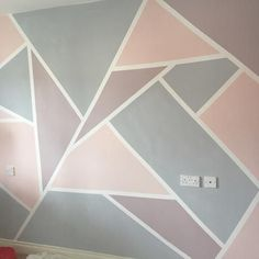 How to create a Geometric Wall with Everlong Paint Bemalte Wand in Everlong Paint Earl Grey und Sophia für geometrische Formen Geometric Wall Paint, Geometric Painting, Geometric Shapes, Geometric Decor, Bedroom Wall Designs, Accent Wall Bedroom, Bedroom Ideas, Room Wall Painting, Room Paint