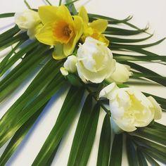 Have a beautiful Sunday evening  #freesia #narsissi #narsissit #flowers #instaflower #instahome #sunnuntaikukkia #sunnuntai #kukkia #kukkakimppu #myhome #kotona #koti