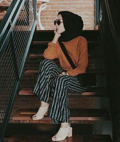 Hijab-Outfit Source by fashionreavry Hijab Casual, Hijab Chic, Hijab Fashion Casual, Hijab Fashion Summer, Islamic Fashion, Muslim Fashion, Modest Fashion, Fashion Outfits, Style Fashion