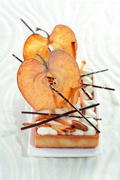 Philippe Bertrand et Martin Diez. Great food design / photo apple dessert very… Fancy Desserts, Apple Desserts, Food Design, Dessert Design, Gourmet Recipes, Dessert Recipes, Pear Dessert, Gourmet Foods, Gourmet Desserts