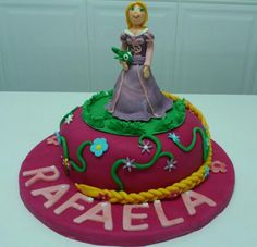 Princess Rapunzel cake, for my niece´s 5th birthday. It´s a chocolate cake with mascarpone cream and berries filing.