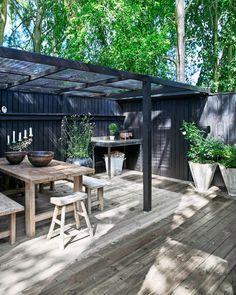 Boliggalleri: Uformelt fristed i sommerlandet Outdoor Life, Outdoor Rooms, Indoor Outdoor, Outdoor Living, Outdoor Decor, Pergola Patio, Backyard Patio, Backyard Landscaping, Gazebo