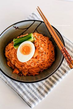 Spicy cold Kimchi noodles recipe - This is a perfect summer time dish. Bring your lost appetite back with these spicy cold Korean noodles! | http://MyKoreanKitchen.com