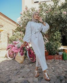 New hijab style Modest Fashion Hijab, Street Hijab Fashion, Hijab Chic, Muslim Fashion, Hijab Wedding Dresses, Hijab Bride, Modest Summer Outfits, Modest Dresses, Niqab