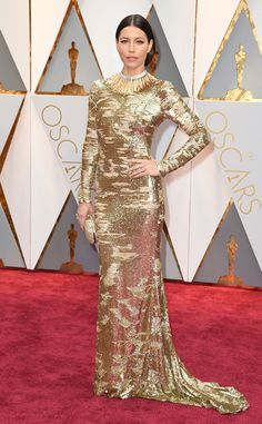 2017 Oscars: Jessica Biel is wearing a silver/gold sequin long sleeve Kaufman Franco dress with a gorgeous Tiffany necklace. I like the distressed sequin look! The mixing of silver and gold works really well with this dress. The gold necklace is unique!