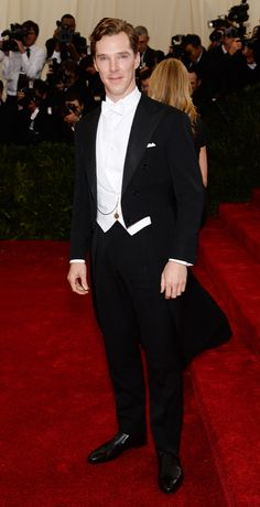 Frac: ASÍ SE LLEVA UN FRAC! Benedict Cumberbatch hace honor de su sangre británica llevando el frac como nadie. Perfecto.