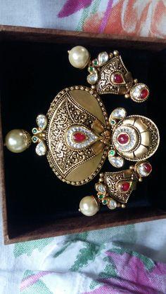 Antique Jewellery Designs, Gold Earrings Designs, Gold Jewellery Design, Antique Jewelry, Gold Jewelry, Lockets, Indian Jewelry, Filigree, Bridal Jewelry