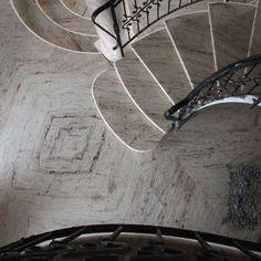 Granito IVORY BROWN SHIVAKASHI Pavimento a macchia aperta in granito Ferrari, Granite, Houses, Stairway