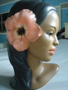 Polynesian Chalkware Vintage Hula Girl........ (i have a chalkware head like this...)