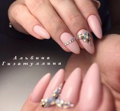 Almond-shaped nails, Beige and pastel nails, Long nails, Luxurious nails, Monochrome nails, Nails with gems, Nails with liquid stones, Pastel nails