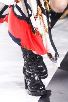 louis-vuitton-fall-2016-lace-up-lug-boots-profile.jpg (300×450)