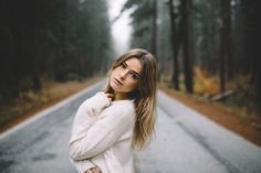 new Ideas for photography poses women outdoors portraits senior girls Photography Poses Women, Winter Photography, Senior Photography, Portrait Photography, Photography Ideas, Ideas Para Photoshoot, Photoshoot Inspiration, Pose Portrait, Poses Photo