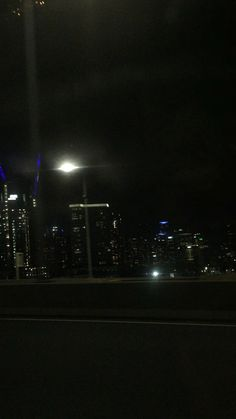 Night Aesthetic, City Aesthetic, Aesthetic Movies, Aesthetic Videos, Aesthetic Pictures, City Lights At Night, Night City, Night Time Photography, City Photography
