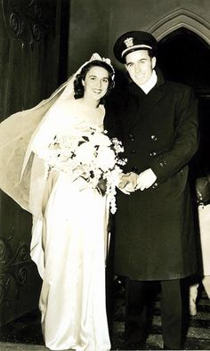 A beautiful wedding photo of Barbara and George H.W. Bush, taken 71 years ago on January 6, 1945.