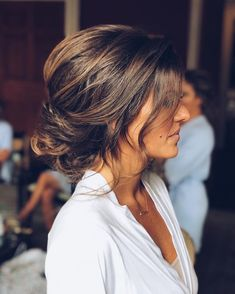 Just like for all brides, when the big day is approaching,many decisions have to be made. Wedding hair is a major part of what gives you good looks. These incredible romantic wedding updo hairstyles are seriously stunning. Fall Wedding Hairstyles, Bride Hairstyles, Cool Hairstyles, Bridal Updo, Wedding Updo, Wedding Rings, Wedding Favors, Wedding Invitations, Wedding Hair Inspiration
