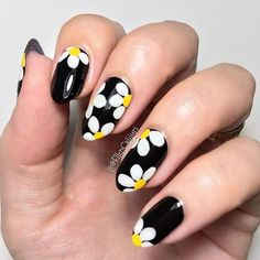 """1,649 Likes, 10 Comments - Nail It! Magazine (@nailitmag) on Instagram: """"Adorable daisy nails by @ellencalijuri #nailitdaily"""""""