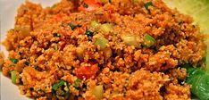 Kısır, kabul günlerinin, misafir ikramlarının ilk sıralarında yer almaktadır. Beğenilerek tüketilen ve sıklıkla ikram olarak sofralarda yer alan kısır yaparken keyfinize göre birçok malzeme ve baha… Turkish Recipes, Ethnic Recipes, Fried Rice, Fries, Deserts, Pasta, Food And Drink, Baking, Cook