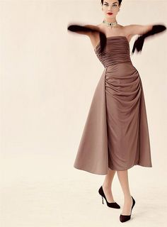 An enchantingly elegant 1950s evening look. One of my favorite silhouettes!
