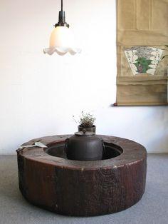 【アンティーク 古道具 JIKOH】レトロ ジャパン ヴィンテージ 木屎(こくそ)補強された刳り貫き火鉢【楽天市場】この大きさは中々ないです。
