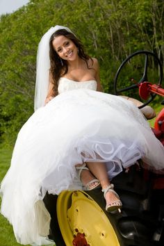 Tractor transport for country #bride