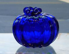 Cobalt Blue Glass Pumpkin by Fuchs Love Blue, Blue And White, Azul Anil, Bleu Cobalt, Blue Dishes, Glas Art, Cobalt Glass, Glass Pumpkins, Himmelblau