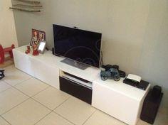 ΕΠΙΠΛΟ TV πωλείται σε άριστη κατάσταση λόγω εγκατάστασης στο εξωτερικό, αποτελείτε από τρία κομμάτια (κεντρικό 120 cm & ακριανά από 60 cm το κάθε ένα) , τηλ στο 6981398703, τιμή 100€