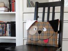 Decorative dog pillow with a free pattern and tutorial - great decoration for my son's room.