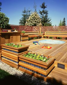 A hot tub AND a beautiful redwood deck? Yes, please!