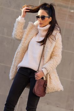 Faux Sheepskin Coat   With Or Without Shoes - Blog Moda Valencia Tendencias