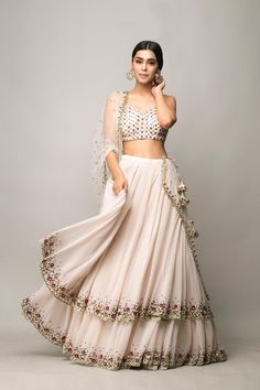 Party Wear Indian Dresses, Indian Gowns Dresses, Indian Bridal Outfits, Dress Indian Style, Indian Fashion Dresses, Indian Designer Outfits, Lehenga Designs Simple, Simple Lehenga, Choli Designs