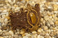 Macrame bracelet Golden fairy with gold tiger por DancingDakiniWear