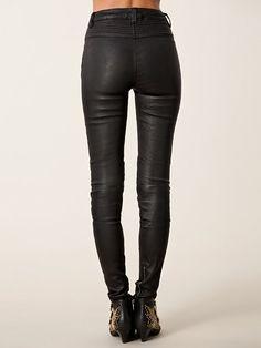 http://nelly.com/pl/odziez-dla-kobiet/odziez/spodnie-szorty/blk-dnm-2192/leather-pant-1-219203-14/