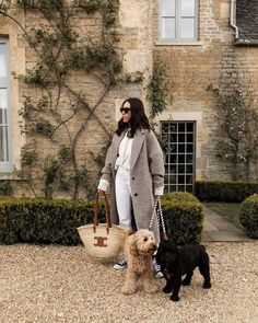 neutral outfit Teddy Coat, Neutral Outfit, Winter Coats, City Life, Straw Bag, Bags, Outfits, Style, Fashion