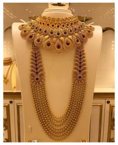 Jewelry Design Earrings, Gold Jewellery Design, Bridal Jewelry Vintage, Indian Bridal Jewelry Sets, Bridal Jewellery, Dubai Gold Jewelry, Bridal Necklace Set, Gold Necklace, Antique Jewellery Designs