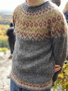 Ravelry: Project Gallery for Riddari pattern by Védís Jónsdóttir Knitting Sweaters, Wool Sweaters, Knitting Projects, Knitting Patterns, Mens Knit Sweater, Icelandic Sweaters, Jumpers, Style Me, Knit Crochet