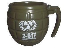 TAZZA GRANATA. Tazza in ceramica di colore verde militare a forma di granata