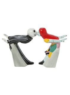 Jack and Sally kissing salt & pepper shakers.