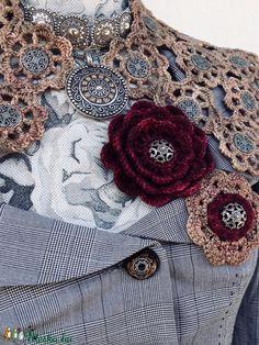 EGYSZERVOLT gallér (NapmatkaM) - Meska.hu Capelet Knitting Pattern, Hand Knitting, Knitting Patterns, Vinyl Tablecloth, Crochet Wool, Crochet Collar, Different Light, Crochet Projects, Merino Wool
