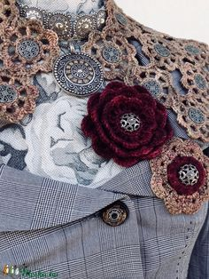 EGYSZERVOLT gallér (NapmatkaM) - Meska.hu Crochet Brooch, Crochet Wool, Crochet Collar, Capelet Knitting Pattern, Knitting Patterns, Vinyl Tablecloth, Different Light, Metal Buttons, Main Colors