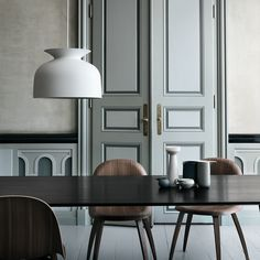 The Ronde Pendant is Oliver Schick's first design for Gubi. The Ronde Large Pendant Light is a bell-shaped piece that references the traditional pendant lamp and the heyday of lighting design. Room Inspiration, Interior Inspiration, Design Inspiration, Interior Architecture, Interior And Exterior, Interior Doors, Design Apartment, Parisian Apartment, Interiores Design