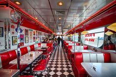Bright and cheerful, the style Diner is a favorite among locals, as well as travelers and truckers. 1950 Diner, Vintage Diner, Retro Diner, 50s Decor, Diner Decor, Deco Restaurant, Restaurant Design, Diner Aesthetic, Deco Originale
