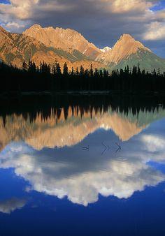 Spillway Lake and the Opal Range, Peter Lougheed Provincial Park, Kananaskis Country, Alberta, Canada
