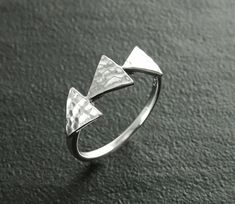 Triangle Ring, Sterling Silver, Hammered Spikes Ring, Chevron ring, Peak Ring, Delta Ring, Modern Band, Modern Minimalist Geometric Jewelry