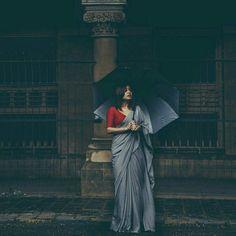 How to Select the Best Modern Saree for You? Indian Dresses, Indian Outfits, Grey Saree, Saree Jackets, Saree Photoshoot, Simple Sarees, Plain Saree, Indian Look, Tumblr Outfits