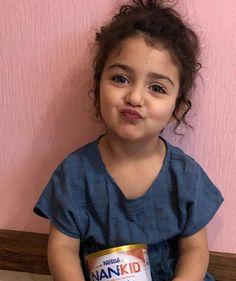 Cute Little Baby Girl, Cute Baby Girl Pictures, Beautiful Little Girls, Cutest Babies, Cute Baby Wallpaper, Alphabet Wallpaper, Flower Rangoli, Vintage Bollywood, Cozy Room