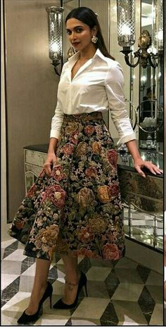 Try these new offbeat cocktail wedding attire that will stand you out from the crowd. And these are super stylish, wedding guest attire for female Party Wear Indian Dresses, Designer Party Wear Dresses, Indian Gowns Dresses, Indian Bridal Outfits, Dress Indian Style, Indian Fashion Dresses, Indian Designer Outfits, Fashion Outfits, Fashion Clothes